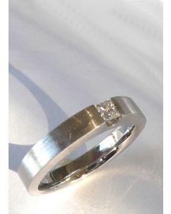 Ring 750/ooo Weißgold mit einem Diamanten prinzess